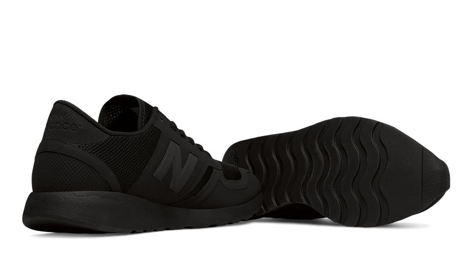 new balance all black