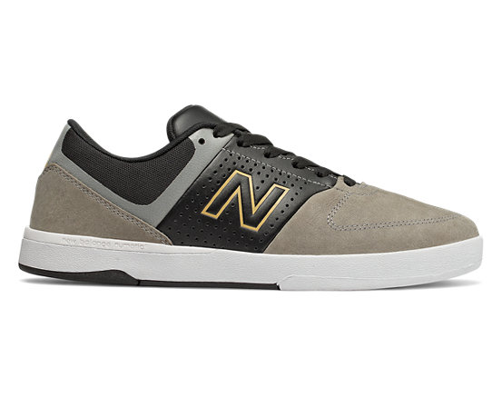 new balance uomo skate
